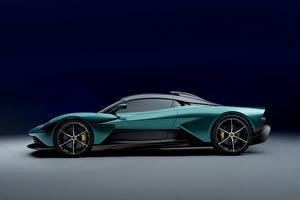Tapety na pulpit Aston Martin Zielony Metaliczna Widok z boku Valhalla, (Worldwide), 2021 samochód