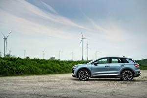 Fotos & Bilder Audi Crossover Metallisch Seitlich Q4 45 e-tron quattro S line, (Worldwide), 2021 Autos