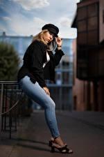 Hintergrundbilder Blondine Pose Jeans Baseballcap Blick Aurelia Mädchens