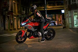 Bilder BMW - Motorrad Motorradfahrer Nacht Helm 2020 F 900 XR