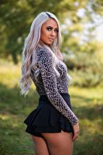 Bureaubladachtergronden Blonde Pose Kont Kijkt Rok (kleding) Jonge_vrouwen