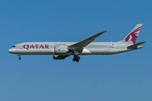 Bakgrundsbilder på skrivbordet Boeing Flygplan Passagerarplan Sidovy 787-9, Qatar Airways
