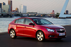 Tapety na pulpit Chevrolet Czerwony Metaliczna Cruze Hatchback, (Worldwide), (J300), 2011-12 Samochody