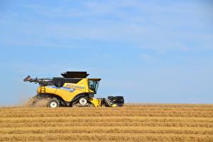 Hintergrundbilder Mähdrescher Felder Seitlich Gelb Arbeiten New Holland CR9.90