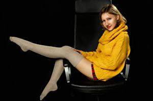 Sfondi desktop Seduto Le gambe Gambaletti Maglione Colpo d'occhio Dasha, Nikolay Bobrovsky giovane donna