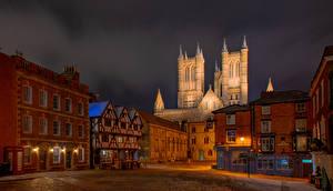 Bureaubladachtergronden Engeland Kathedraal Huizen Een toren Straatverlichting Lincoln Cathedral