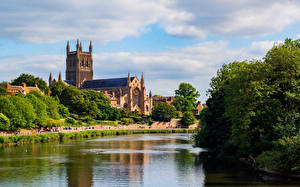 Hintergrundbilder England Kathedrale Flusse Türme Bäume Worcester