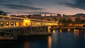 Bureaubladachtergronden Avond Rivieren Bruggen Frankrijk Parijs Bir Hakeim Bridge, Seine River een stad