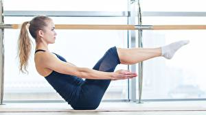 Hintergrundbilder Fitness Seitlich Posiert Hand Bein Braune Haare Sport