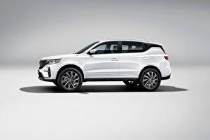 Bakgrundsbilder på skrivbordet Geely CUV Sidovy Vit Metallisk Kinesiska Grå bakgrund Vision X6 Pro, 2021 automobil