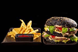 Fondos de escritorio Hamburguesa Bollo Patatas fritas Albóndigas Fondo negro Ketchup comida