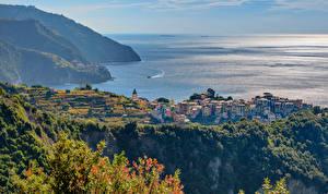 Sfondi desktop Italia Mare La costa Vista dall'alto Corniglia