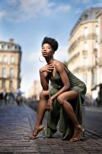 Bilder Neger Pose Sitzend Bein Kleid Blick Mary junge Frauen