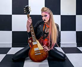 Hintergrundbilder Sitzend Pose Make Up Latex Jacke Gitarre Blick Mia junge frau