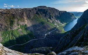 Papel de Parede Desktop Noruega Montanhas Pedras Penhasco Fiorde Gloppedalsura Naturaleza