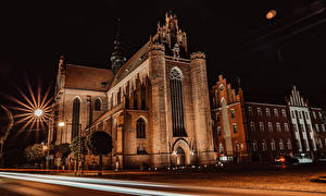 Bilder Polen Tempel Kirchengebäude Nacht Straßenlaterne Lichtstrahl Cathedral Basilica of the Assumption, Pelplin