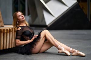 Fotos & Bilder Sitzend Bein Ballett Bokeh Mädchens