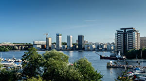 Bureaubladachtergronden Zweden Stockholm Huizen Rivierschepen Liljeholmskajen een stad