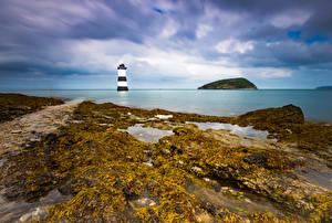 Sfondi desktop Regno Unito La costa Un faro Galles Nuvole Anglesey