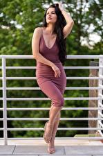 Bilder Victoria Bell Brünette Pose Kleid Mädchens