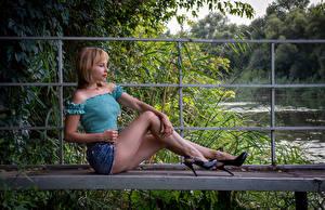 Fotos Victoria Borodinova Blond Mädchen Sitzen Bein Rock Bluse Posiert Mädchens