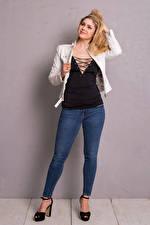Sfondi desktop Yvonne Woelke Ragazza bionda In posa Jeans Sorriso Celebrità Ragazze