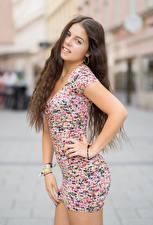 Fotos & Bilder Bokeh Braunhaarige Blick Kleid Hand Pose Alessandra Mädchens