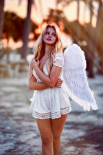 Картинка Ангелы Блондинка Позирует Платья Крылья Hannah