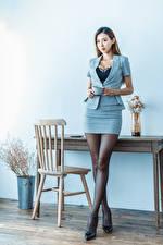 Fotos Asiatische Bein Anzug Blick junge frau