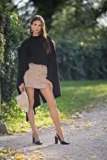 Bureaubladachtergronden Herfst Brunette meisje Mantel kleding Hoed Benen Dames Hakken Daniela Jonge_vrouwen