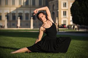 Bakgrunnsbilder Ferdigplen Posere Dans Kjole Ser Diana ung kvinne