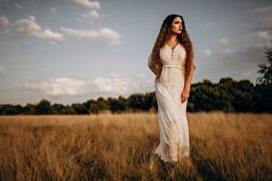 Картинки Поля Модель Платья Смотрит Virginia Hinz