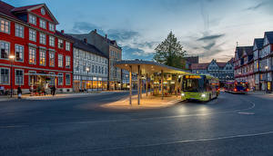 Bakgrunnsbilder Tyskland Hus Buss Et torg Gate Gatelykter  en by