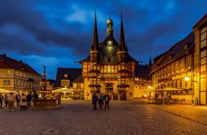 Bakgrunnsbilder Tyskland Hus Kveld Et torg Wernigerode, rathaus byen