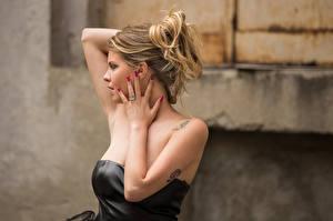 Fotos Model Pose Hand Giada Pagnoncelli Mädchens
