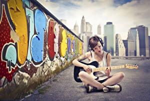 Bakgrunnsbilder Graffiti Musikkinstrument Hodetelefoner Gitar Sitter