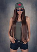 Bakgrunnsbilder Modell Kortbukse Ermeløs t-skjorte Håret Baseball cap Briller Blikk Justyna Luksza