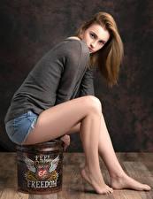 Papel de Parede Desktop Pose Sentada Pernas Short Suéter Ver Kendra jovem mulher