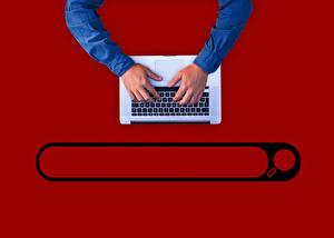 Hintergrundbilder Tastatur Hand Notebook Roter Hintergrund