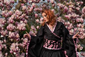 Papel de Parede Desktop Magnolia Arvores floridas Ruivo Meninas Quimono Mão Frauke Dollinger moça