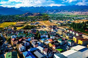 Fonds d'écran Montagnes Maison Nuage Bosteri, Kyrgyzstan Villes