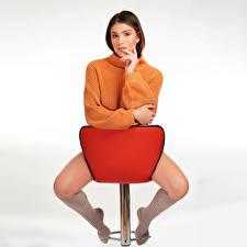 Papel de Parede Desktop Pose Poltrona Sentados Pernas Meias compridas Suéter Ver Nikki mulheres jovens