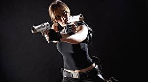 Fonds d'écran Pistolet Cosplay Fond gris Lara Croft Main jeune femme