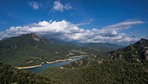 Bureaubladachtergronden Spanje Bergen Hemelgewelf Wolken Bovenaanzicht Catalonia