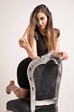 Bakgrunnsbilder Stoler Posere Håret Blikk Stefania Unge_kvinner