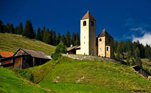 Desktop hintergrundbilder Schweiz Gebirge Kirche Turm Alpen  Natur