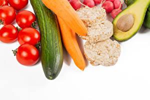 Fotos & Bilder Tomate Gurke Mohrrübe Avocado Weißer hintergrund Lebensmittel