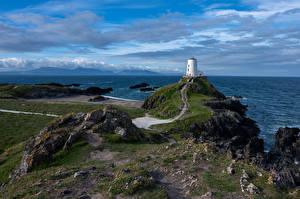 Sfondi desktop Regno Unito Litorale Un faro Mare Galles Nubi Anglesey Natura