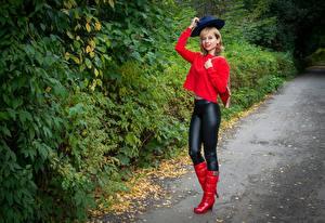 Fonds d'écran Victoria Borodinova Arbrisseau Blondeur Fille Posant Chapeau Botte jeune femme