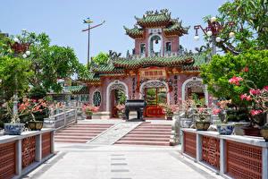 Fonds d'écran Viêt Nam Temple Pagodes Escalier Réverbère Phuc Kien Pagoda in the Old Town of Hoi An